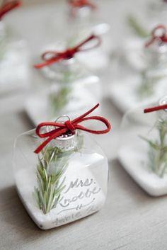 Tischdeko weihnachtsfeier basteln  tischkarten aus papier basteln | Weihnachten | Pinterest ...