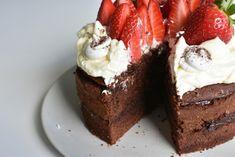 Maailman paras suklaakakku (1) A Food, Food And Drink, Desert Recipes, Birthday Parties, Cheesecake, Deserts, Sweets, Sugar, Chocolate