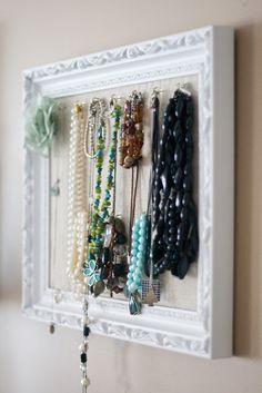 Dica de organização para joias – Faça você mesmo – Quadrinho com ganchos