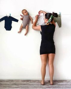 Funny moments of family life 👶📷: ( ) for more fitness motivation and inspiration! Foto Newborn, Newborn Baby Photos, Baby Poses, Baby Boy Newborn, Pregnancy Photos, Funny Baby Photography, Newborn Baby Photography, Photography Poses, Massage Bebe