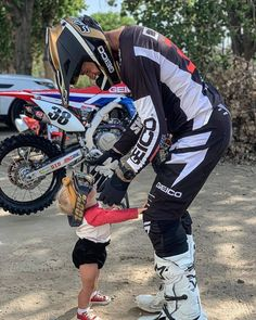 Dirt Bike Couple, Motocross Couple, Motocross Girls, Motorcycle Couple, Dirt Bike Girl, Motocross Ktm, Enduro Motorcycle, Motorcycle Quotes, Relationship Goals Pictures