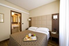 ...comfortable rooms, friendly staff, good transport links... *** Hotel Fenice, Milan, Italy