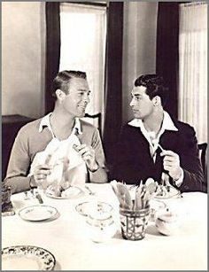 Gay History: Cary Grant and Randolph Scott: A Hollywood Romance. Golden Age Of Hollywood, Vintage Hollywood, Hollywood Stars, Classic Hollywood, Hollywood Glamour, Old Movie Stars, Classic Movie Stars, Classic Films, Vintage Couples