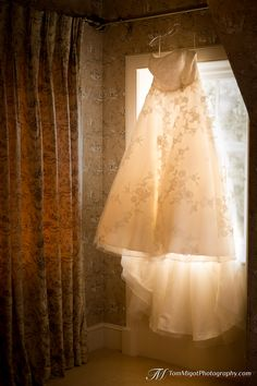 You deserve a Master Photographer specialised in storytelling photography to document your wedding. See how Tom Migot can help you. Wedding Photo Gallery, Bridal Gowns, Wedding Dresses, Destination Wedding, Wedding Photography, Bride Dresses, Bride Dresses, Bride Gowns