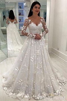 designer wedding dress Designer Brautkleid A linie - weddingdress Wedding Dress Train, Classic Wedding Dress, Wedding Dress Sleeves, Princess Wedding Dresses, Modest Wedding Dresses, Designer Wedding Dresses, Bridal Dresses, Tulle Wedding, Elegant Dresses