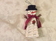 Snowman basket ornament designed by Lara Lawrence