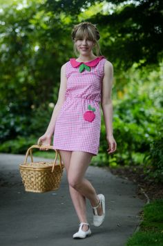 I heart Jo from Lost in the Haze's gingham apple dress - and you can win one on her blog! Click through for details ♡