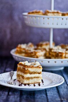 Ciasto krówka czyli biszkoptowe ciasto z kremem i kajmakiem, zwanym też masą krówkową lub toffi :).  http://dorota.in/ciasto-krowka/  #food #kuchnia #przepis #ciasto