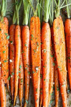 Garlic Roasted Carrots - because carrots are a must for Easter dinner. Easy to make & delicious to eat. Easter Dinner Recipes, Thanksgiving Recipes, Easter Brunch, Vegetarian Recipes, Cooking Recipes, Healthy Recipes, Top Recipes, Easy Recipes, Side Dishes For Chicken