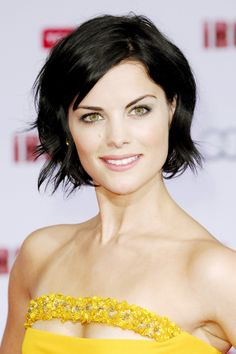 Nowadays popular bob styles are in the New Bob Haircuts. If you want to try new something on your hair, check out site carefully. There is lots of bob. Medium Long Hair, Medium Hair Styles, Short Hair Styles, Basic Hairstyles, Bob Hairstyles, Good Hair Day, Great Hair, Jaimie Alexander, Jamie Alexander Hair