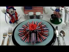 Video: Napkin Folding: DIY Oh Susanna Napkin Folds