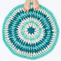 30 Free Crochet Rug Patterns for Beginners - Crochet Me Crochet Rug Patterns, Stitch Patterns, Crochet Rugs, Crochet Carpet, Pillow Patterns, Crochet Scarfs, Crochet Pillow, Blanket Crochet, Crochet Gifts