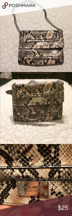 Nine West purse / clutch Small snake like purse from Nine West in great condition. Perfect for a night out❤️. Good used condition. As seen in the latest issue of Glamour magazine, skin is in! Nine West Bags