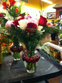 Flower arrangement idea - I like the cranberry's floating in the water