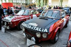 Deux #Lancia #Fulvia au départ du #TourAuto au Grand Palais. Reportage complet : http://newsdanciennes.com/2016/04/19/cest-parti-tour-auto-2016-verifs-grand-palais/ #ClassicCars #Voitures #Anciennes #Racing