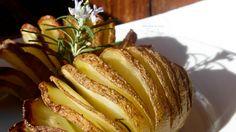 patate hasselback http://blog.cookaround.com/kitchenbrasita/patate-hasselback/2015/02/patate-hasselback.html?doing_wp_cron=1424972702.6376879215240478515625