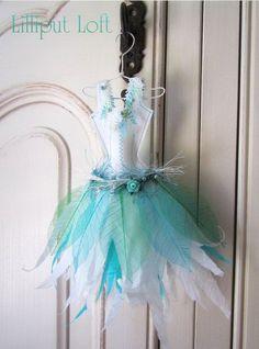 Papier Boudoir Boutique Little paper dress - Winter leaves via Etsy Winter Leaves, Whimsical Dress, Paper Art, Paper Crafts, Fairy Clothes, Winter Dresses, Dress Winter, Dress Card, Fairy Dress