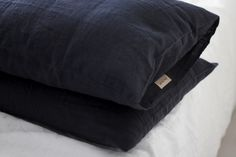Homevialaura | timeless bedroom | Balmuir linen pillow case in dark grey