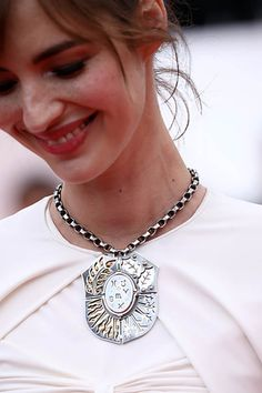 Louise Bourgoin at the 2018 Cannes Film Festival wearing a dramatic shield necklace by Elie Top. Louise Bourgoin, Celebrity Jewelry, Festival Wear, High Jewelry, Cannes Film Festival, Red Carpet Fashion, Jewelry Trends, Medium Hair Styles, Bling