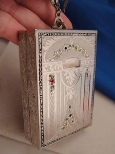 """Art Deco 1920s Silver Plated Compact Vanity Purse with embossing and etching. 3"""" x 2"""""""