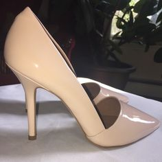 Steve Madden patent pumps 8.5 New Steve madden pumps size 8.5.  These are vegan patent leather pumps by Steve madden and feature a 4 inch heel super comfortable and super cute! Steve Madden Shoes Heels