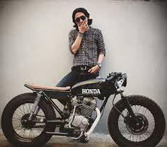 Klassik Kustoms - The History of Café Racers - Cafe Racer TV Cb350 Cafe Racer, Cafe Racer Honda, Cg 125 Cafe Racer, Honda Scrambler, Cafe Racer Style, Cafe Bike, Cafe Racer Bikes, Moto Bike, Cafe Racer Motorcycle