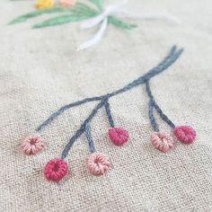 #블리온스티치 꽃잎: 블리온데이지스티치 실 4줄로 14번 감음 줄기:아웃라인스티치 #embroidery #stitching #bullion #프랑스자수 #자수타그램 #꽃자수 #힐링 #flowers #outline #stitch #pink #hobby #자수 #취미 #stitchbook #フラワー #花