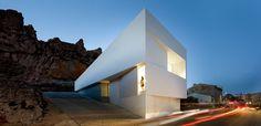 Modern Spanish house by Fran Silvestre Arquitectos