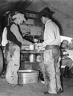 """Cowboys of the SMS Ranch serving themselves at dinner at chuck wagon. Ranch near Spur, Texas"" Photographer: Russell Lee Date: May 1939 Western Food, Western Theme, Western Art, O Cowboy, Texas Cowboys, Gado, Dutch Oven Cooking, Into The West, Chuck Wagon"