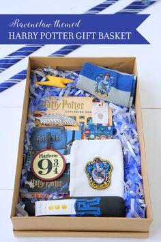 Harry Potter Diy, Harry Potter Quill, Harry Potter Gift Box, Harry Potter Presents, Harry Potter Themed Gifts, Harry Potter Treats, Harry Potter Christmas Gifts, Potter Box, Harry Potter Bracelet