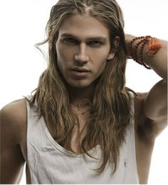 I love long hair on guys! Not only does it look cool, but it's also very sexy. I've always, always found long hair on guys to be very a. Pretty Men, Gorgeous Men, Pretty Boys, Indie Stil, Boys Long Hairstyles, Beautiful Long Hair, Grunge Hair, Male Beauty, Hair Goals