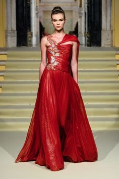 """Summer gown for Dorna Lannister nee Swift """"Renato Balestra """" Red Fashion, Live Fashion, Runway Fashion, Fashion News, Fashion Show, Fashion Outfits, Summer Gowns, Italian Fashion Designers, Maternity Gowns"""