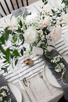 beautiful linens and fresh flowers