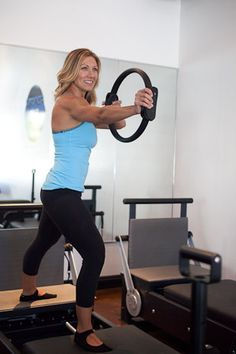 Warrior lunge series with bow & arrow arms. Pilates Reformer Exercises, Pilates Workout, Muscles In Your Body, Step By Step Instructions, Lunges, Vinyasa Yoga, Yin Yoga, Arrow, Fitness