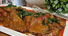 Rozpływająca się w ustach, delikatna i aromatyczna karkówka z rozgotowaną cebulką i papryką. Obiad idealny z dodatkiem kaszy gryczanej. ...