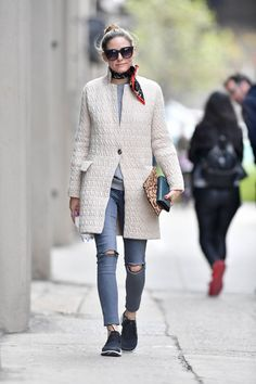 Olivia Palermo Out In New York - April 2017 - Photo 18 Olivia Palermo Outfit, Estilo Olivia Palermo, Olivia Palermo Lookbook, Olivia Palermo Style, Fall Winter Outfits, Autumn Winter Fashion, Winter Style, Winter Clothes, How To Wear Scarves