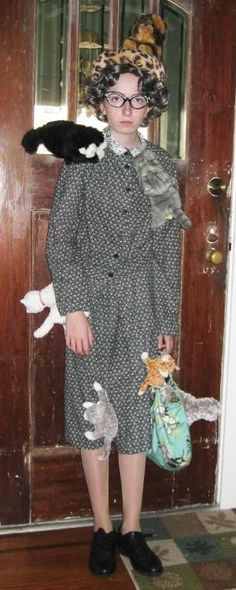 Hahaha --  Crazy Cat Lady Halloween costume  Schmid