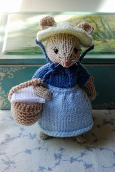Gestrickte Maus Girl Puppe - Sommer-Picknick