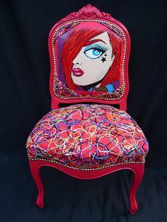 Blue Belle | chaise voltaire - rouge - réfection - baroque | Rouge rose. Trop mignon pour une chambre de jeune fille.