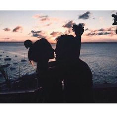 couple | love | kiss | sunset | beach | perfect evening | moment to remember | relationship goal | cute
