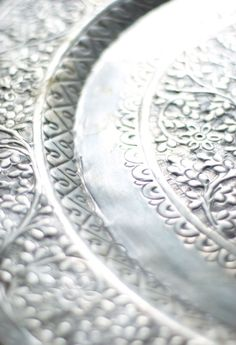 Silver | 銀 | Plata | Gin | Argento | Cеребро | Agent | Colour | Texture | Pattern | Style | Design |