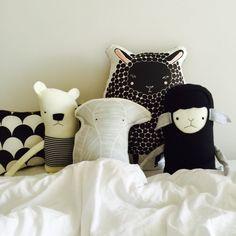 b l a c k & w h i t e ✖️✖️✖️#sleep #knuffel #kussen #stuffedanimal #blackandwhite #monochromestyle ##kidsinterior #kidsdesign #kidsstyle #childrensroom #nurserystyle #handmade #softtoy #babygift #babykamer #onlinestore #gingiber #finktoys #nobodinoz #sheep #elephant #icebear #scaleprint #bed