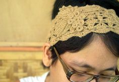This hairband is made from baby camel yarn.