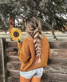 50 Easy And Pretty Winter Hairstyles With Braids You Must Try - Page 24 of 50 # Braids easy side 50 Easy And Pretty Winter Hairstyles With Braids You Must Try - Page 24 of 50 Winter Hairstyles, Pretty Hairstyles, Braided Hairstyles, Wedding Hairstyles, Hair Inspo, Hair Inspiration, Fashion Inspiration, Tumbrl Girls, Aesthetic Hair