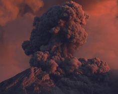 Volcán Semeru, el más alto de Java y uno de los más activos y letales. En algunas erupciones ha llegado a expulsar bombas a más de 300 metros de distancia del cráter