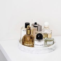 Vanity Tray Decor Ideas For Perfume, Dresser, Beauty Products. Vanity Tray Decor Ideas For Perfume, Dresser, Beauty Products. Perfume Display, Perfume Tray, Perfume Bottles, Perfume Organization, Room Organization, Perfume Storage, Vanity Decor, Vanity Tray, Bandeja Perfume