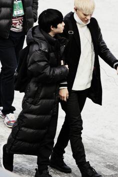 Kyungsoo clinging onto Tao Kaisoo, Chanbaek, Kyungsoo, Tao Exo, Park Chanyeol, Solo Pics, Kim Minseok, Kris Wu, Korean Star