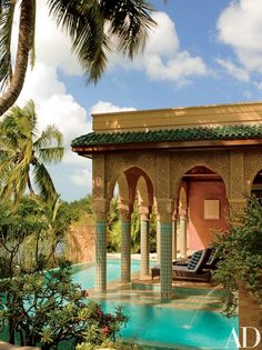 With its Moorish style architecture and decor, Veronica Webb's Key West, Florida home was heavily inspired by Morocco. West Home, Destination Voyage, Islamic Architecture, Morrocan Architecture, Cool Pools, Interior Exterior, Exterior Design, Architectural Digest, Architectural Elements