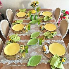 27 DIY Summer Table Decoration For Summer Parties - Summer Diy Summer Table Decorations, Decoration Table, Lemon Kitchen, Easter Table Settings, Dinning Table, Dining Room, Table Arrangements, Deco Table, Summer Diy