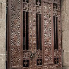 Imposing doors at the Peace Hotel, Shanghai Peace Hotel, Shanghai, Metal Working, Geometry, Art Deco, Android Phones, China Travel, Doors, Architecture